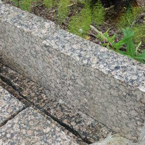 Reunuskivi Ylämaan Ruskea, 280 X 100 X 300-500 Mm