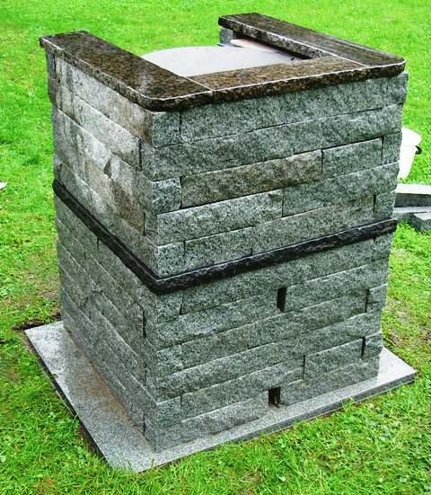 Graniittinen grilli näyttää hyvältä - myös takaapäin.