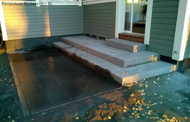 Valmiit portaat. Edustan laatoitus pestiin lopuksi lämpimällä vedellä.