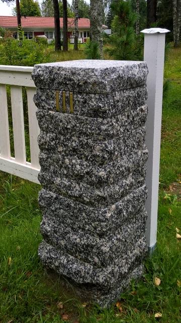 kivinen portinpylväs