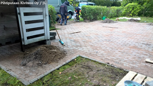 piharakentaminen_betonikiveys