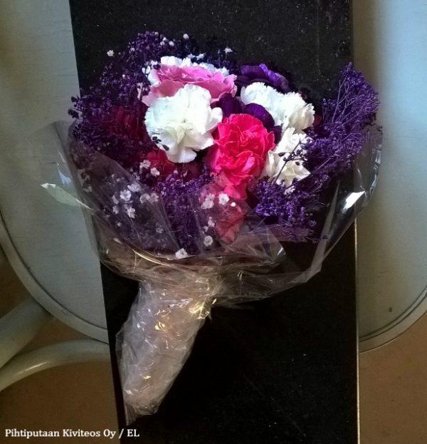 kukkakimppu toimitettuna