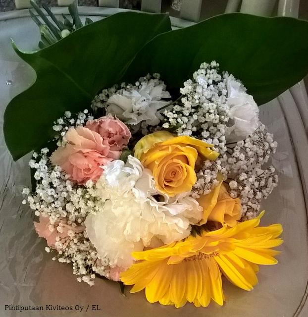 keltasävyinen kukkakimppu
