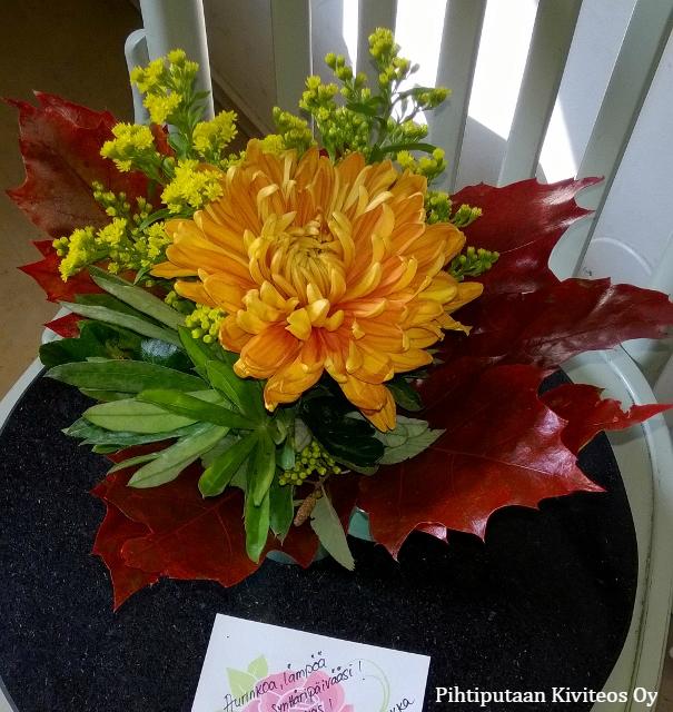 kukkatervehdys ovelle toimitettuna
